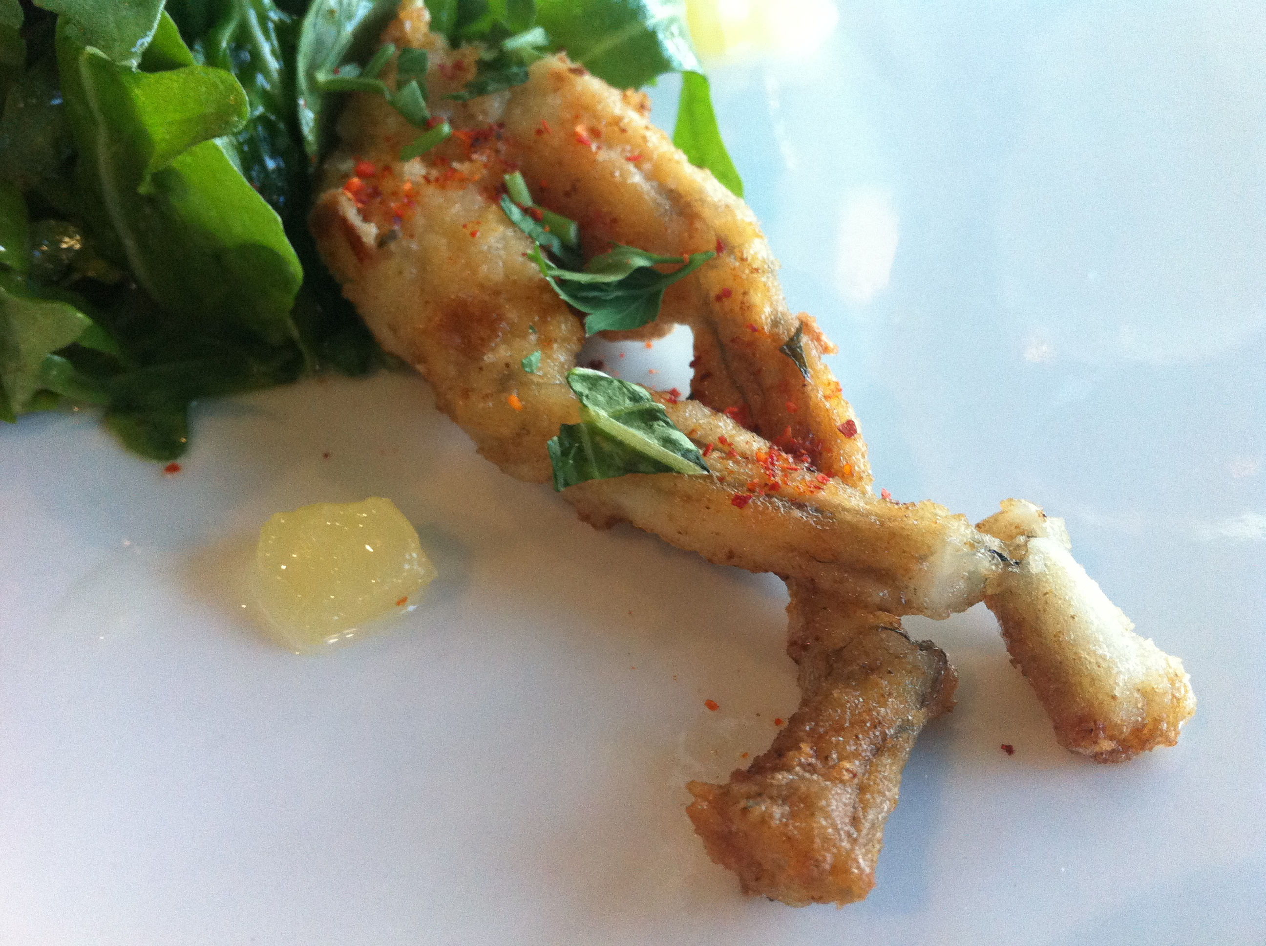how to clean frog legs